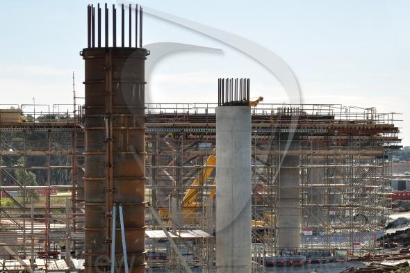 Building bridge for Frankston Bypass